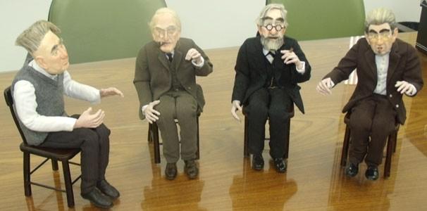 Os bonecos dos psicanalistas foram doados à PUC-Rio (Foto: Divulgação)