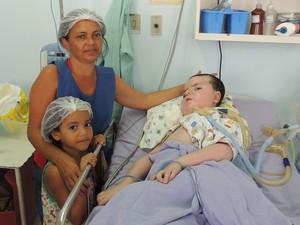 Carlos Daniel mora há oito anos na UTI do hospital Maria Alice Fernandes, zona Norte de Natal (Foto: Felipe Gibson/G1)