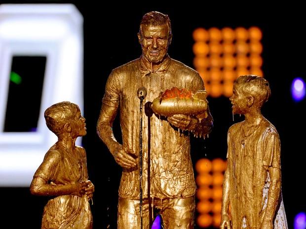 David Beckham e os filhos Romeo James Beckham e Cruz David Beckham em prêmio em Los Angeles, nos Estados Unidos (Foto: Kevin Winter/ Getty Images)