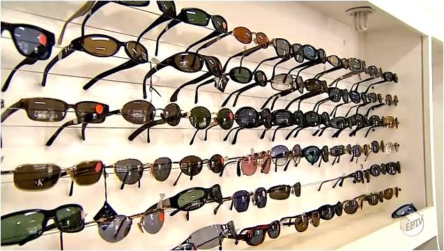 Tipos e cores de lentes são detalhes importantes na hora de escolher o óculos ideal (Foto: Reprodução EPTV)