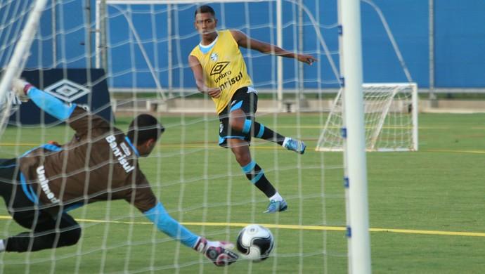 Pedro Rocha retoma melhor momento e espera ganhar sequ�ncia no Gr�mio