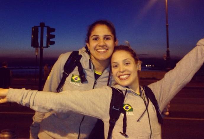 """Natália e a """"irmã"""" Camila Brait: amigas na vida, rivais na Superliga, parceiras na seleção (Foto: Reprodução)"""