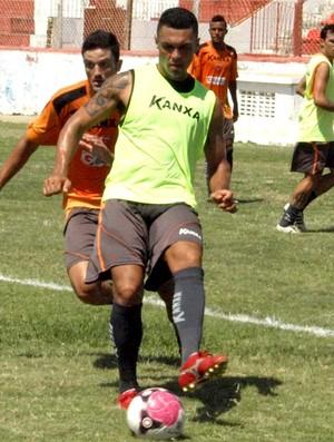 Rodrigão treina na Pajuçara (Foto: Júnior de Melo/Ascom CRB)