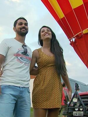 Namorada não esperava pedido de casamento em voo de balão (Foto: Tarciso Silva / EPTV)