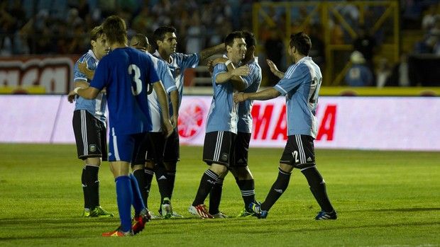 Lionel Messi contra a Guatemala (Foto: EFE)