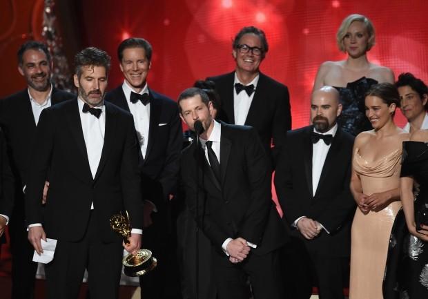 Equipe de 'Game of Thrones' recebe prêmio de Melhor Série Dramática (Foto: Kevin Winter/Getty Images)