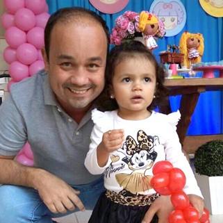 Tal pai, tal filha: 'Ela faz amizade muito fácil' (Foto: Arquivo pessoal/ Divulgação)
