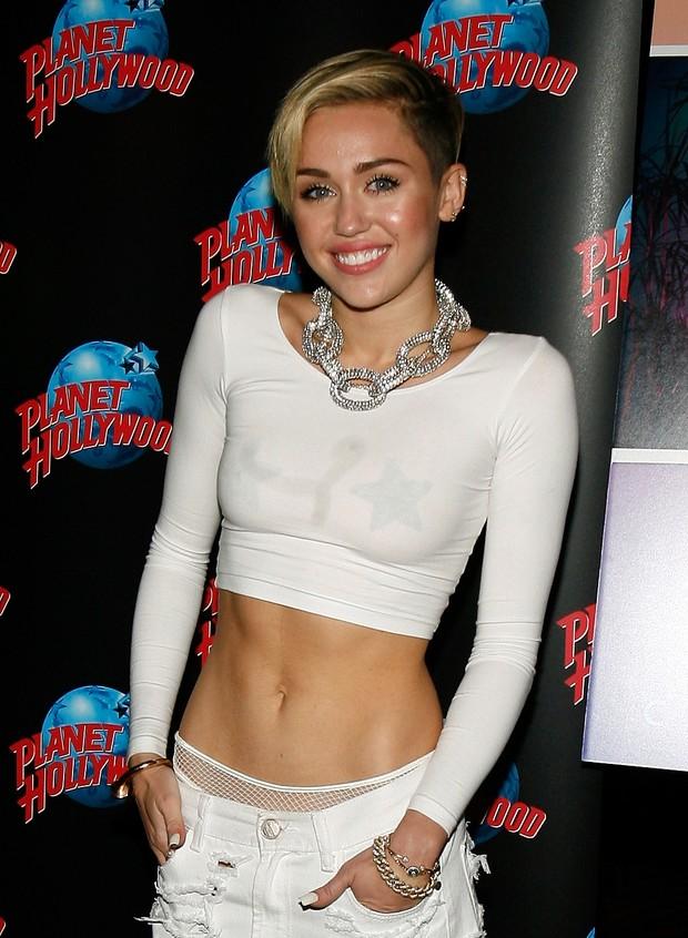Miley Cyrus em lançamento de seu novo álbum, 'Bangerz', em Nova York, nos Estados Unidos (Foto: Mike Lawrie/ Getty Images)