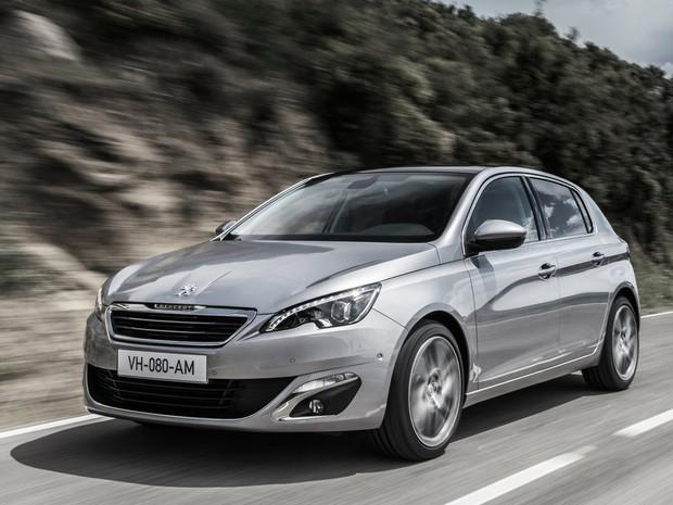 Peugeot 308 – a segunda geração do hatch ficou maior em relação à anterior, o que deve colaborar na árdua tarefa de enfrentar o novo VW Golf, campeão do Car Of The Year 2013 (Foto: Divulgação)