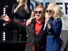 Elton John faz show surpresa com Lady Gaga em Los Angeles