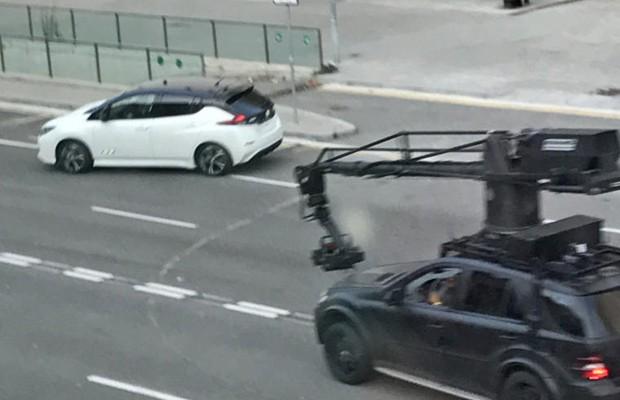 Modelo estava acompanhado de um Mercedes-Benz ML usado nas filmagens (Foto: Reprodução/TV2)