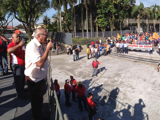 Greve em Cubatão, SP, nesta segunda-feira (13) (Foto: Luis Paes/TV Tribuna)