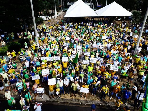 Em Barretos, manifestação reuniu cerca de 100 pessoas, segundo organizadores (Foto: Marcelo Destri/Arquivo Pessoal)