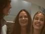 Luiza Brunet posa toda sorridente ao lado dos filhos, Yasmin e Antônio