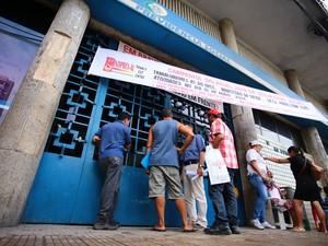 Agência do INSS está fechada em Maceió. (Foto: Jonathan Lins/G1)