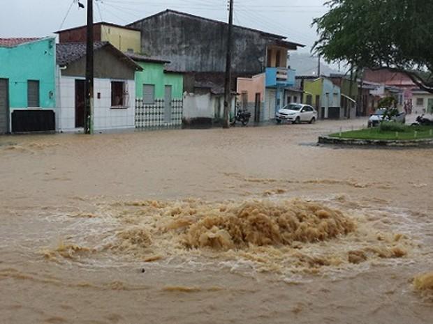 Chuva inundou cidade de Ipiaú (Foto: Portal de Notícias Giro em Ipiaú)