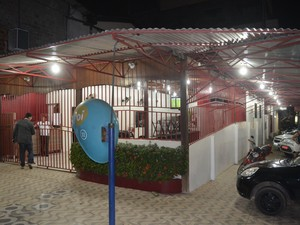 Lanchonete onde ocorreu a troca de tiros (Foto: Gabriel Dias/G1)