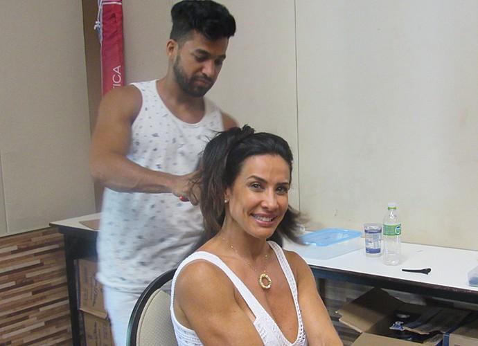 Scheila Carvalho nos preparativos para gravar o 'Estrelas' (Foto: Nathália Gomes / Gshow)