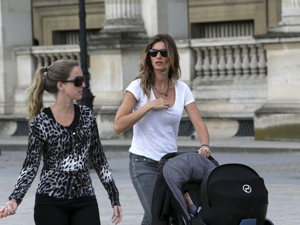 Gisele Bündchen em Paris, na França (Foto: Grosby Group/ Agência)