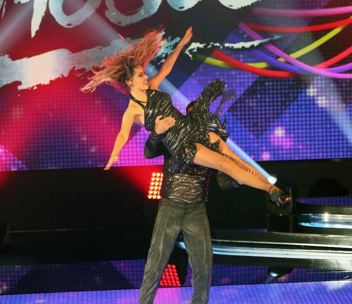 Leona e André abusam das acrobacias (Foto: Carol Caminha/Gshow)