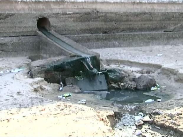 Esgoto despeja diretamente no Rio Tapajós (Foto: Reprodução/TV Tapajós)