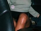Rihanna sai sem sutiã e acaba mostrando demais