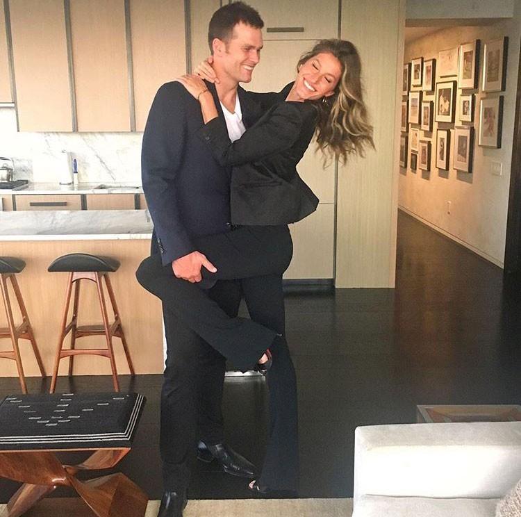 Gisele e Tom: comemorando estreia na TV (Foto: Reprodução/Instagram)