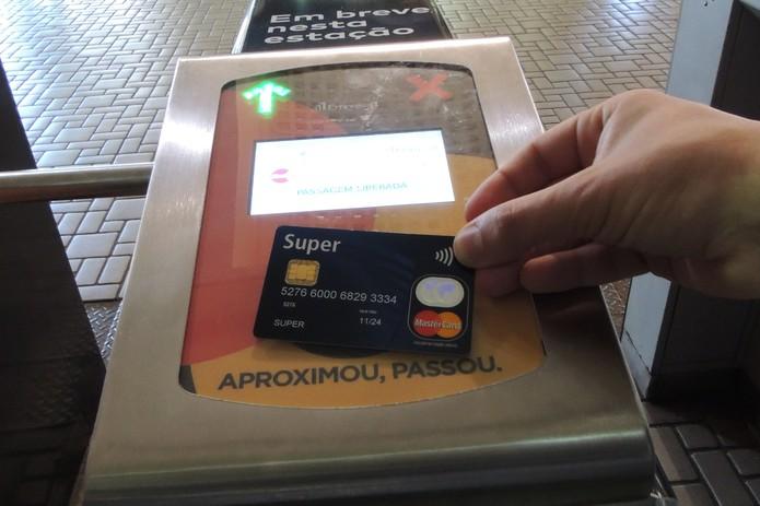 Usuários de trem no Rio de Janeiro poderão usar cartão sem contato para pagar a passagem (Foto: Divulgação/Mastercard)