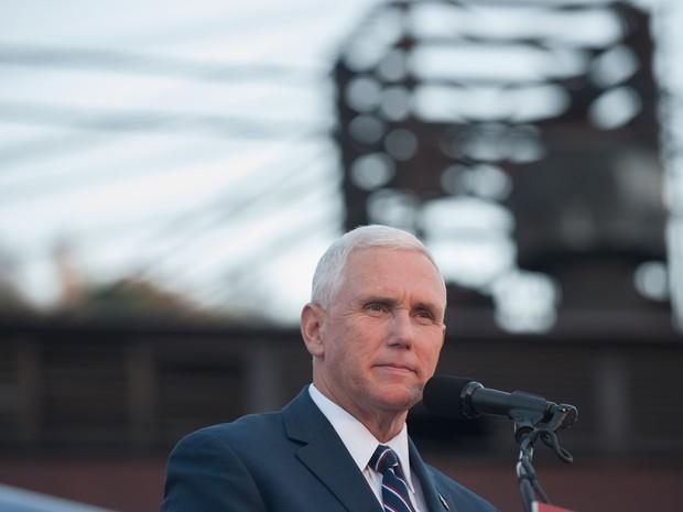 Candidato republicano à vice Mike Pence em evento de campanha na Pensilvânia em 06/10 (Foto: Jeff Swensen/Getty Images/AFP)