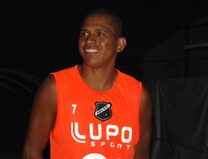 Elionar Bombinha, atacante do ABC (Foto: Tiago Menezes)