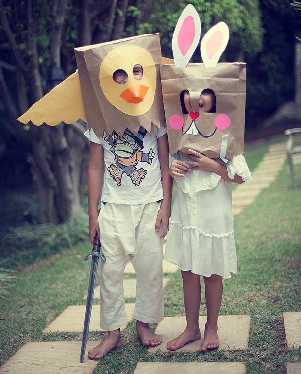O bom do carnaval é poder se fantasiar sem se sentir constrangido. Sacos de papel podem ser transformados em máscaras muito engraçadas – como essas de coelho e passarinho da foto. Mas não deixe só para as crianças, adulto também brinca. (Foto: Rogério Voltan/Casa e Comida)