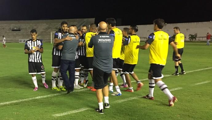 Botafogo-PB x Santa Cruz-PB, comemoração do gol de Warley (Foto: Lucas Barros / GloboEsporte.com/pb)