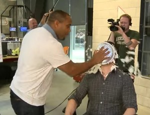 """BLOG: Apresentador chama Cormier de """"Jon"""" e lutador se vinga com torta em sua cara"""