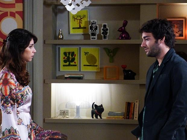 Davi procura Manu para falar podres de Jonas e a gata é fria com ele  (Foto: Geração Brasil / TV Globo)