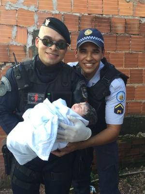 Soldados responsáveis pelo parto de emergência no Varjão, no DF (Foto: Polícia Militar/Divulgação)