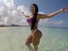 Gracyanne Barbosa arrasa de biquíni em férias nas Bahamas
