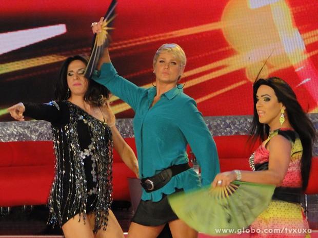 Xuxa junto com transexuais (Foto: TV Xuxa / TV Globo)
