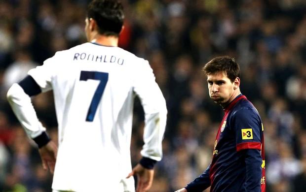 Messi e Cristiano Ronaldo na partida do Real Madrid contra o Barcelona (Foto: EFE)