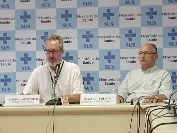 O diretor do Departamento de Vigilância de Doenças Transmissíveis, Cláudio Maierovitch, e o coordenador do Programa Nacional de Controle de Dengue, Giovanni Coelho (Foto: Mateus Rodrigues/G1)