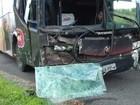 Três pessoas ficam feridas em colisão frontal entre ônibus e Hylux no Ceará