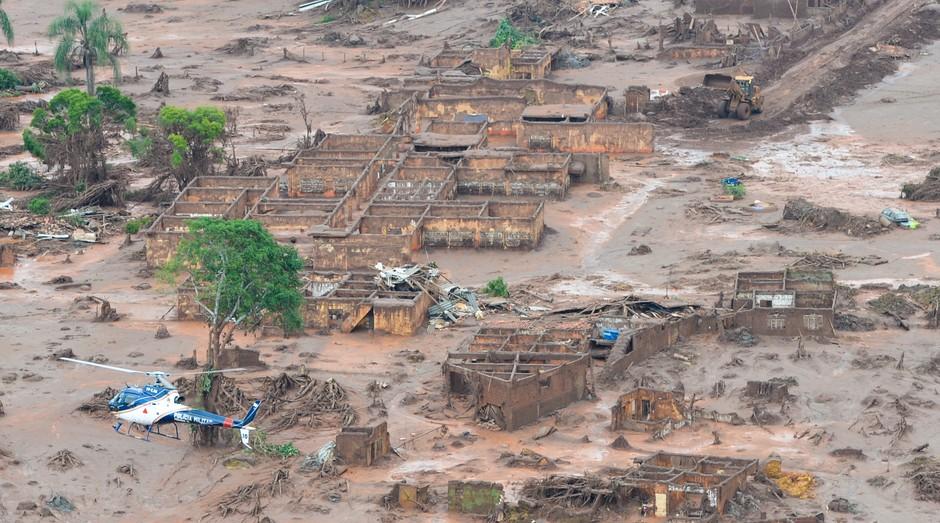 Área afetada pelo rompimento de barragem no distrito de Bento Rodrigues (Foto: Reprodução/Agência Brasil)