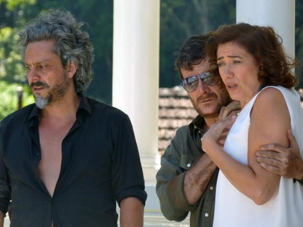 Marta fica chocada ao ouvir José Alfredo (Foto: Tatiana Helich/ Gshow)
