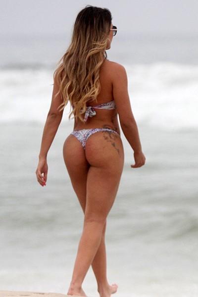 Babi Rossi na praia da Barra da Tijuca, RJ GALERIA (Foto: Marcos Ferreira / FotoRioNews)