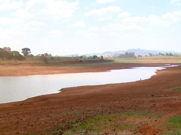 Represa de Araras tem nível crítico com a estiagem (Foto: Reprodução/EPTV)