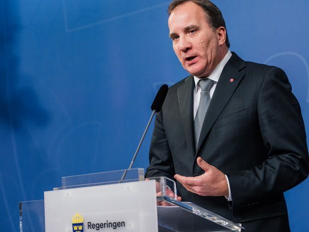 O primeiro-ministro sueco Stefan Lofven anuncia que o país elevou o nível de alerta para terrorismo pela primeira vez durante entrevista coletiva em Estocolmo, na quinta (19) (Foto: AFP Photo/Jonathan Nackstrand)