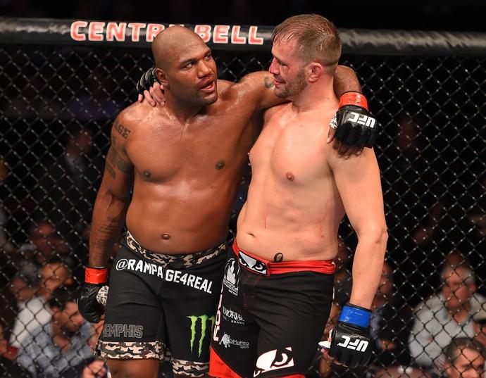 Fabio Maldonado e Rampage Jackson se abraçam após luta no UFC 186 (Foto: Getty Images)