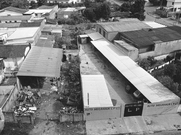 Vista aérea do ferro-velho para onde o equipamento de raio-x foi levado no Setor Aeroporto, Goiânia, Goiás (Foto: Yoshikazu Maeda/O Popular)