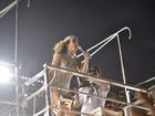 Claudia Leitte comanda bloco na Bahia com look inspirado em Cher