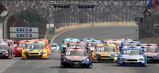 Largada da primeira etapa da Stock Car 2012 em Interlagos (Foto: Miguel Costa Jr./ Divulgação)