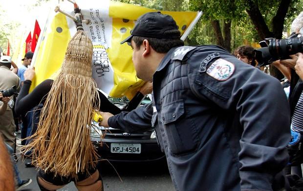 Protesto licitação maracanã (Foto: Gabriel de Paiva / Agência O Globo)